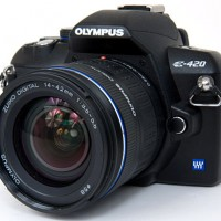 Olympus E-420 10.0 MP Digital SLR Camera- Black (Kit w/ 14 -42mm)