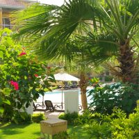 Rare VILLA-like apartment with own garden and beach