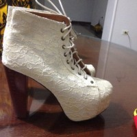 Sell very nice women's shoes.