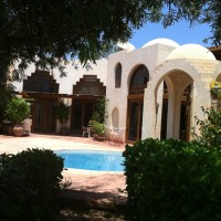 Sea Street 2 bedroomed duplex for rent on cliff in Hadaba